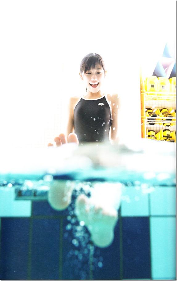 Watanabe Mayu 2nd shashinshuu Seifuku Zukan Saigo no Seifuku (78)