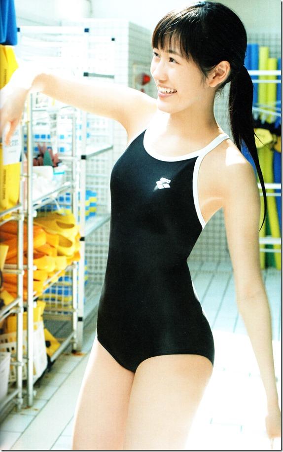 Watanabe Mayu 2nd shashinshuu Seifuku Zukan Saigo no Seifuku (81)