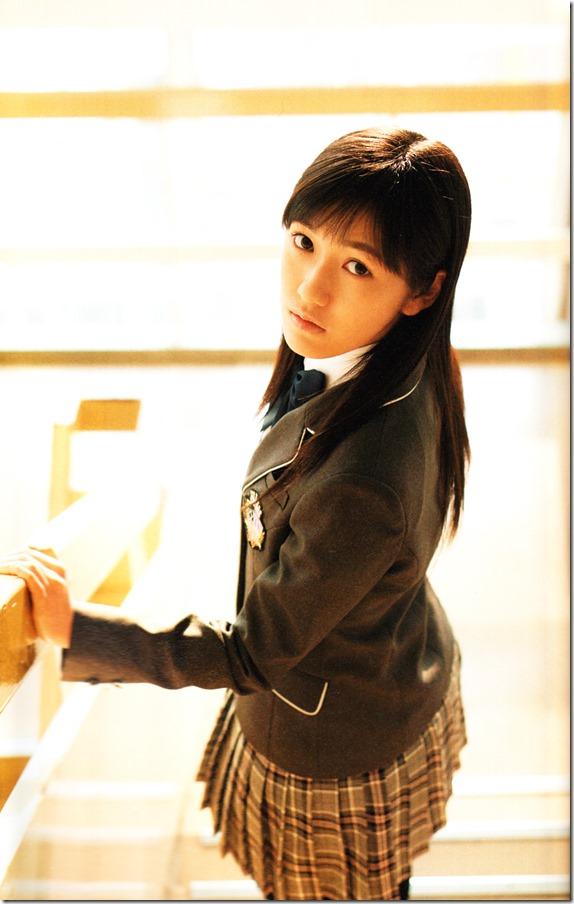 Watanabe Mayu 2nd shashinshuu Seifuku Zukan Saigo no Seifuku (85)