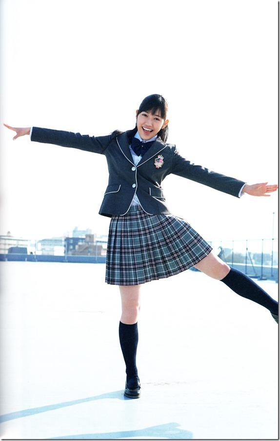 Watanabe Mayu 2nd shashinshuu Seifuku Zukan Saigo no Seifuku (89)