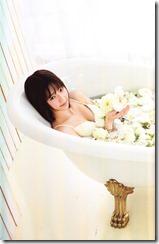 Shimazaki Haruka first photo book Paruru, Komaru (103)