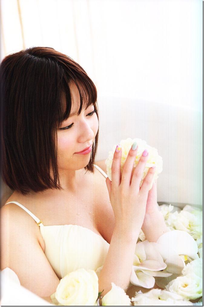 Shimazaki Haruka first photo book Paruru, Komaru (105)