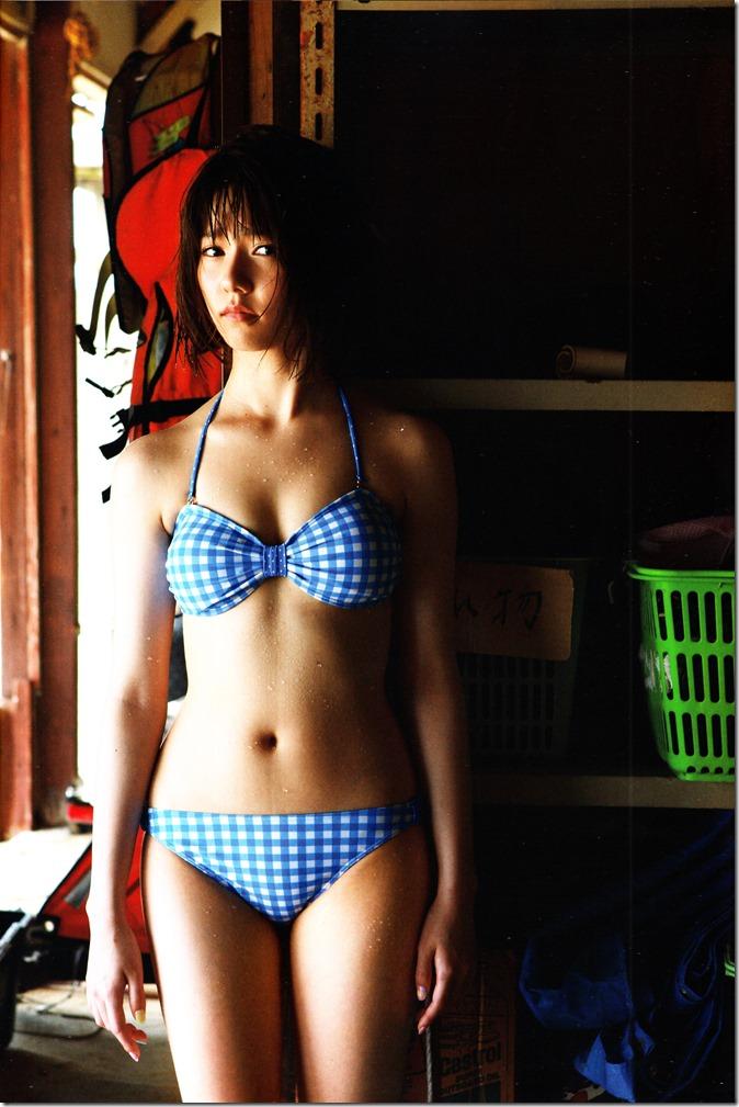 Shimazaki Haruka first photo book Paruru, Komaru (19)