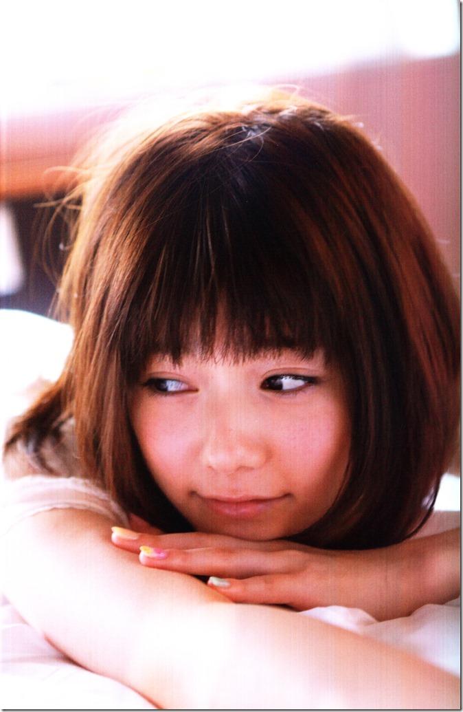 Shimazaki Haruka first photo book Paruru, Komaru (33)