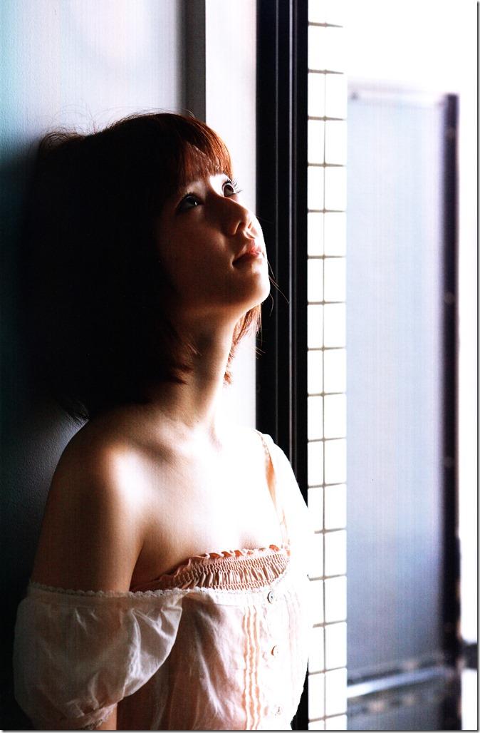 Shimazaki Haruka first photo book Paruru, Komaru (38)
