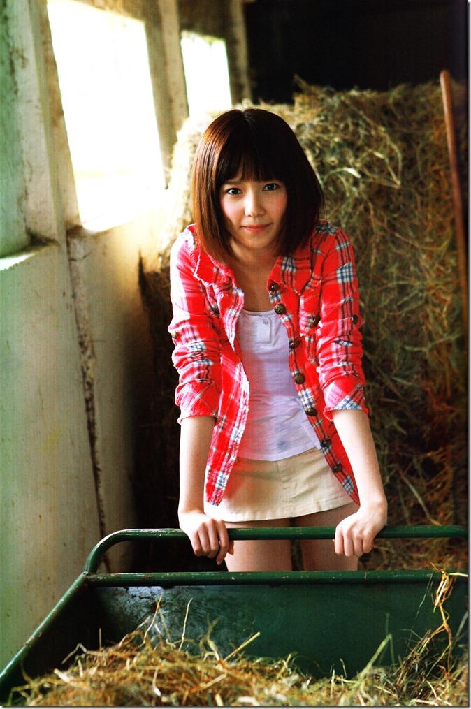 Shimazaki Haruka first photo book Paruru, Komaru (43)