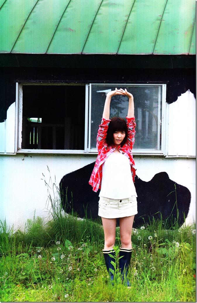 Shimazaki Haruka first photo book Paruru, Komaru (44)