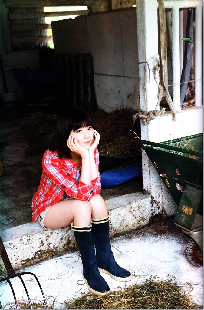 Shimazaki Haruka first photo book Paruru, Komaru (48)