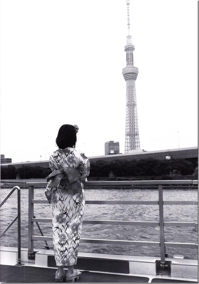 Shimazaki Haruka first photo book Paruru, Komaru (4)