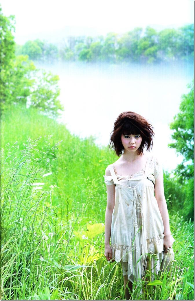 Shimazaki Haruka first photo book Paruru, Komaru (54)