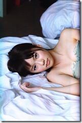 Shimazaki Haruka first photo book Paruru, Komaru (67)