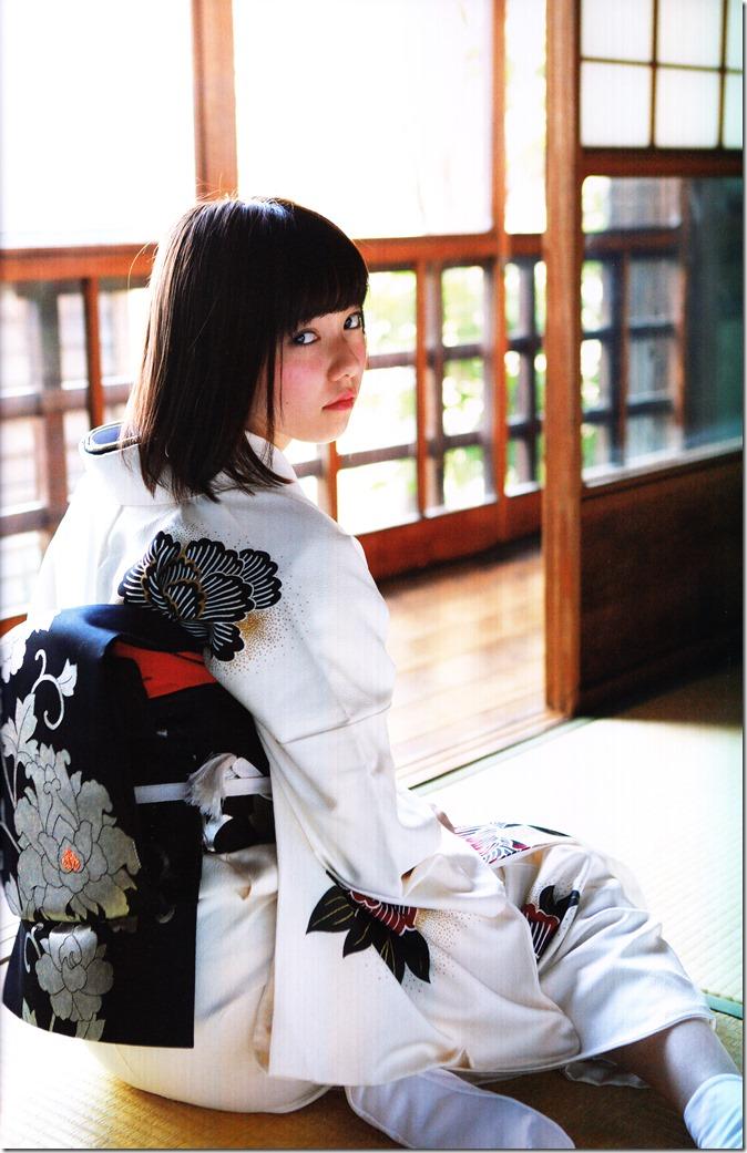 Shimazaki Haruka first photo book Paruru, Komaru (76)