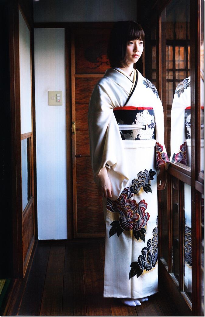 Shimazaki Haruka first photo book Paruru, Komaru (77)