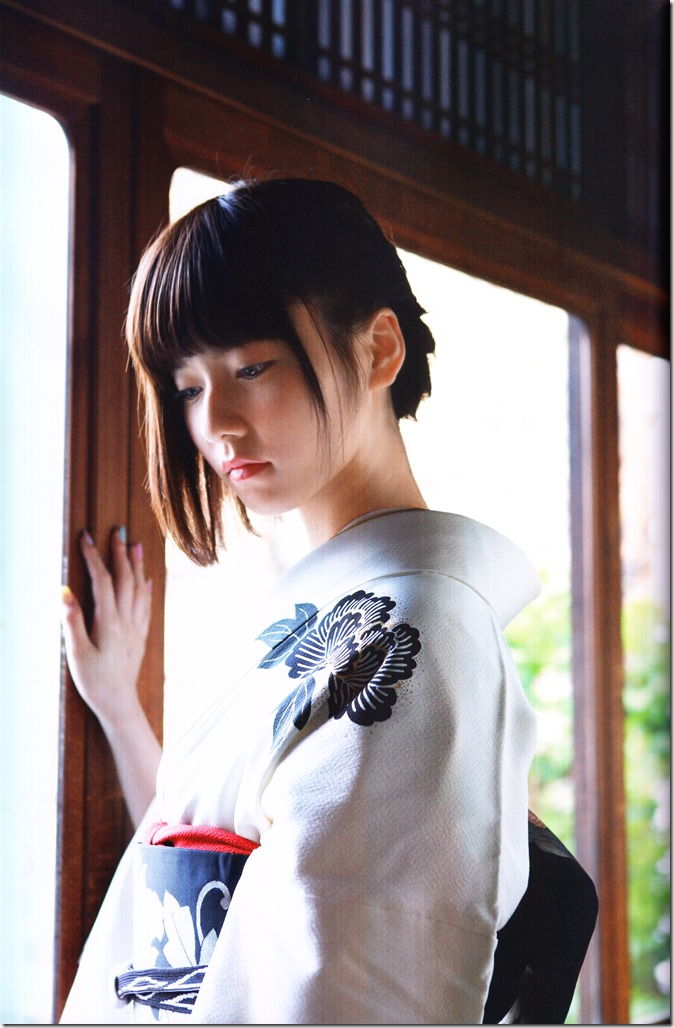 Shimazaki Haruka first photo book Paruru, Komaru (79)