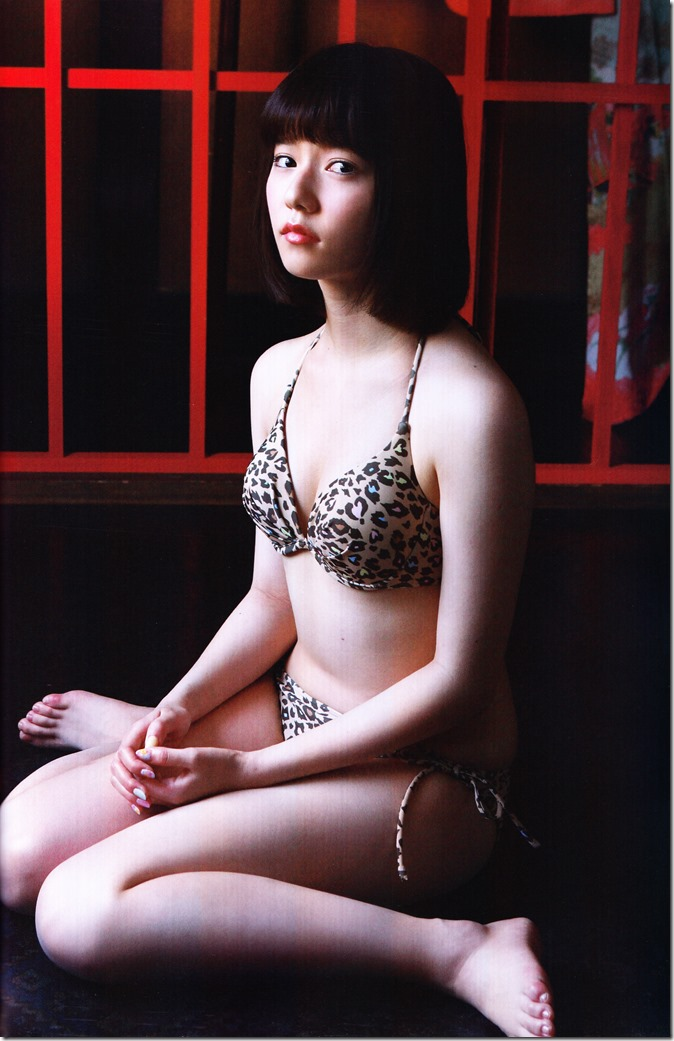 Shimazaki Haruka first photo book Paruru, Komaru (82)