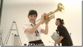 Watanabe Mayu in Rappa Renshuuchuu making of (15)