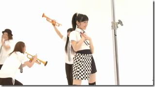 Watanabe Mayu in Rappa Renshuuchuu making of (2)