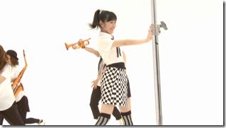 Watanabe Mayu in Rappa Renshuuchuu making of (3)