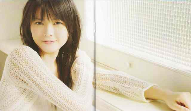 Abe Natsumi & Yajima Maimi 16sai no koinante LE CD single (LE booklet scan8)