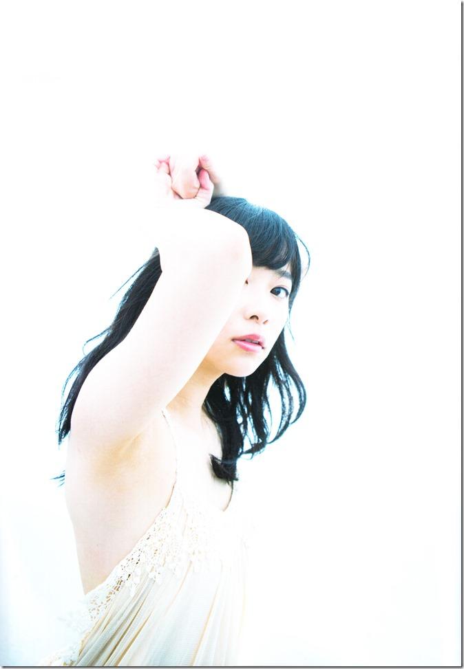 Sashihara Rino First Shashinshuu Neko ni maketa (125)