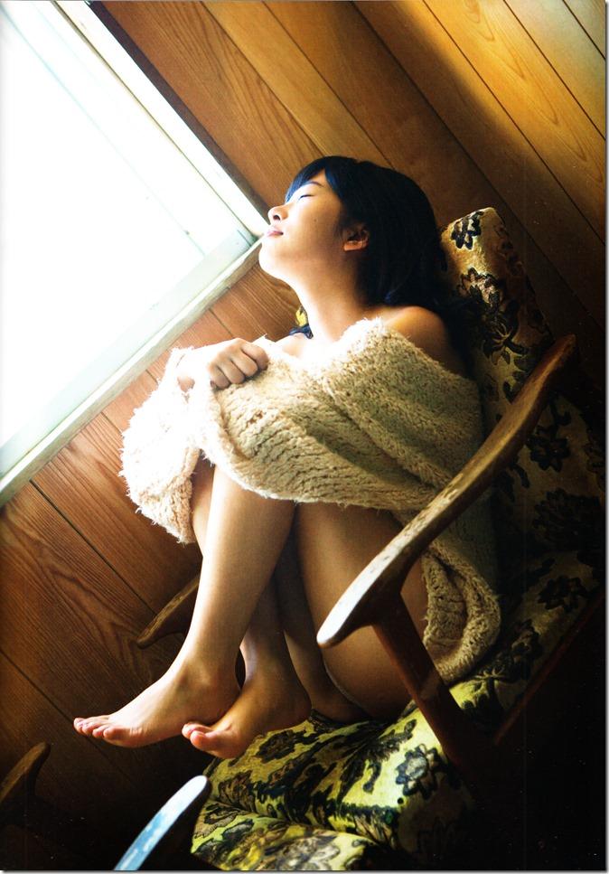 Sashihara Rino First Shashinshuu Neko ni maketa (130)