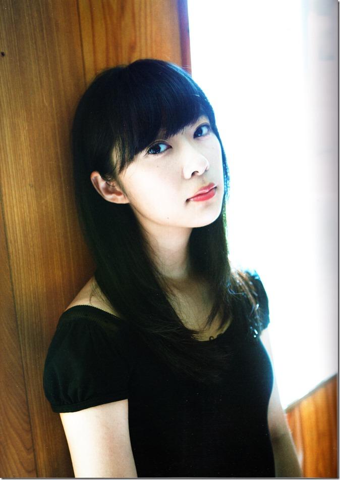 Sashihara Rino First Shashinshuu Neko ni maketa (14)