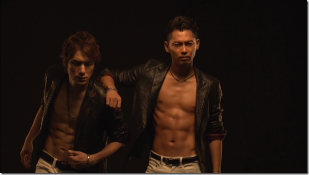 Tackey & Tsubasa in Dakinatsu jacket making of (23)