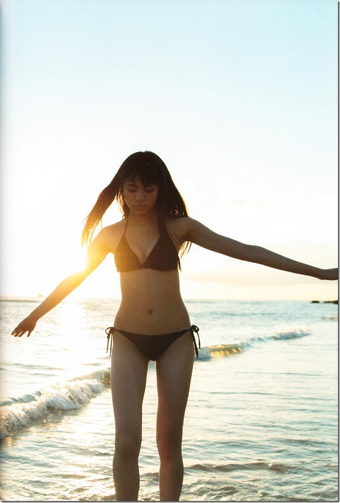 志田 友美ファーストソロ写真集 (106)