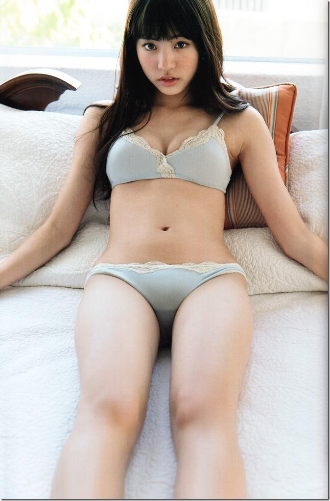 志田 友美ファーストソロ写真集 (76)