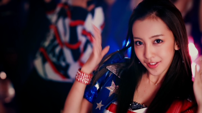 Itano Tomomi in COME PARTY! (49)