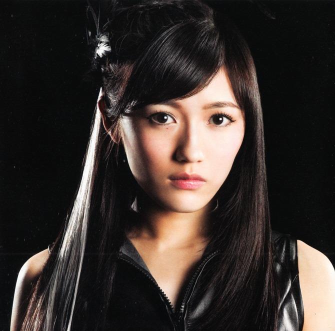 AKB48 in Bokutachi wa tatakawanai (13)