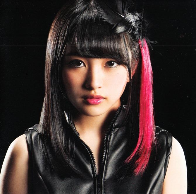 AKB48 in Bokutachi wa tatakawanai (15)