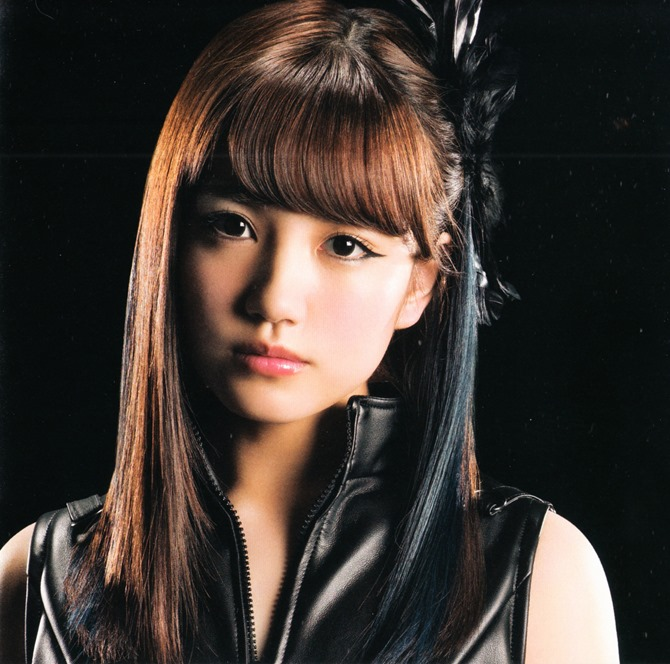 AKB48 in Bokutachi wa tatakawanai (17)