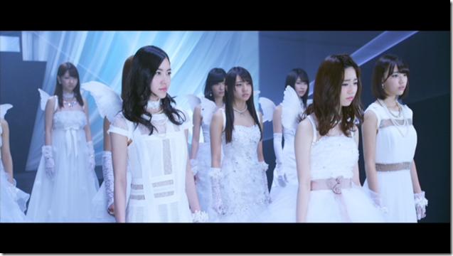 AKB48 in Bokutachi wa tatakawanai (31)