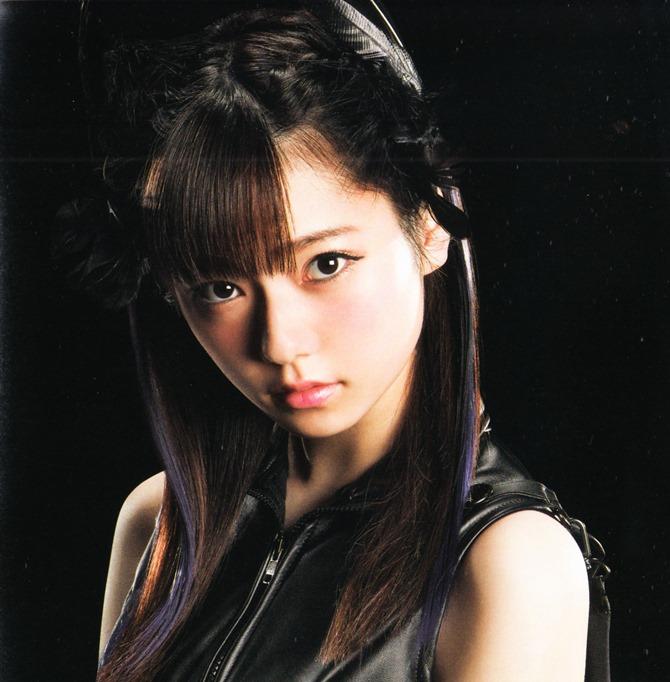 AKB48 in Bokutachi wa tatakawanai (3)