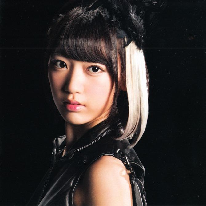 AKB48 in Bokutachi wa tatakawanai (8)