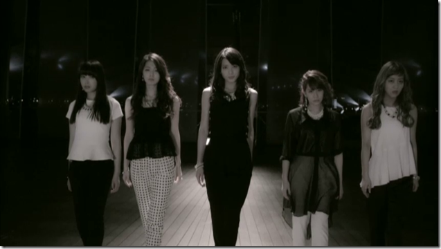 C-ute in Tsugi no Kado wo Magare.. (41)