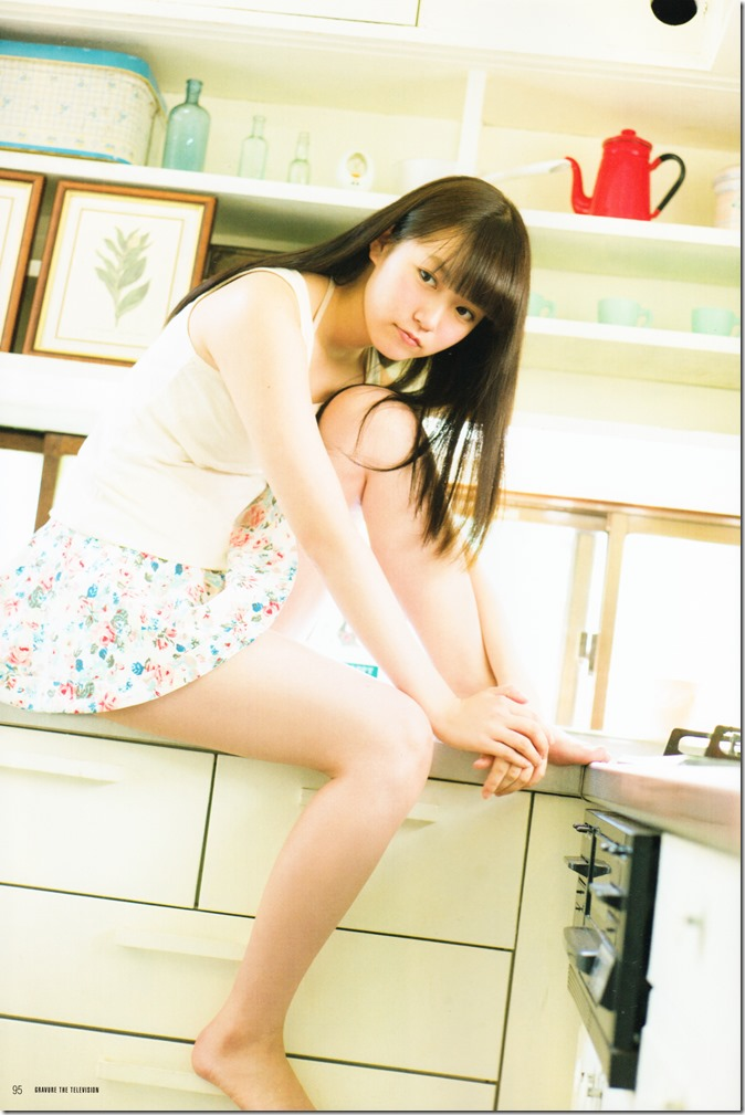 GRAVURE THE TELEVISION Vol.40 June 2nd, 2015 issue featuring Covergirl Miyawaki Sakura (55)