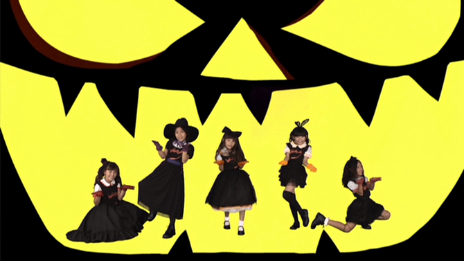 Halloween Dolls in Halloween Party (mv) (49)
