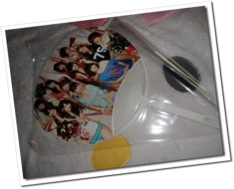 akb48-2012-official-calendar-box-cheer-up-13_thumb