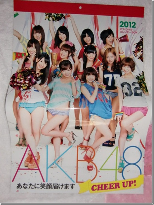akb48-2012-official-calendar-box-cheer-up-5_thumb