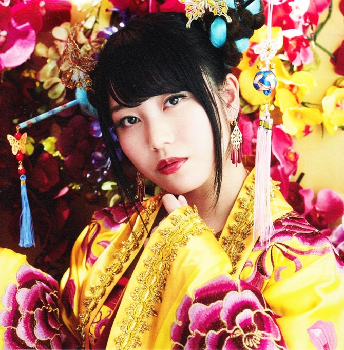 AKB48 Kimi wa melody jacket booklet scans (11)