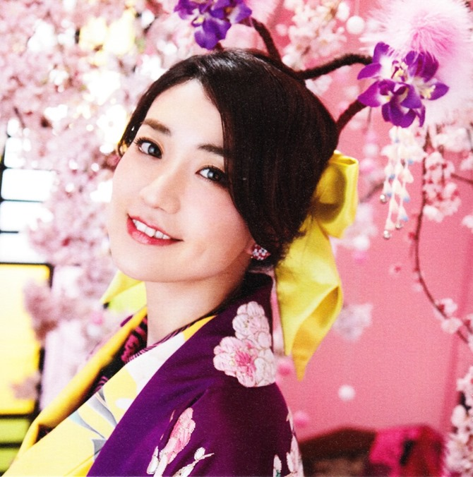 AKB48 Kimi wa melody jacket booklet scans (4)