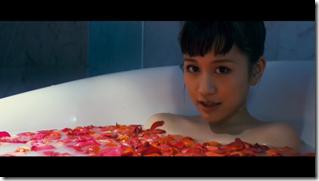 Maeda Atsuko in Selfish MV (12)