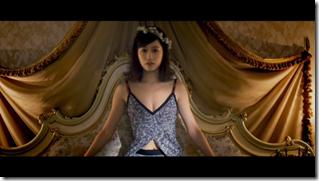 Maeda Atsuko in Selfish MV (15)