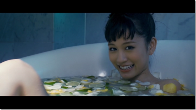 Maeda Atsuko in Selfish MV (16)