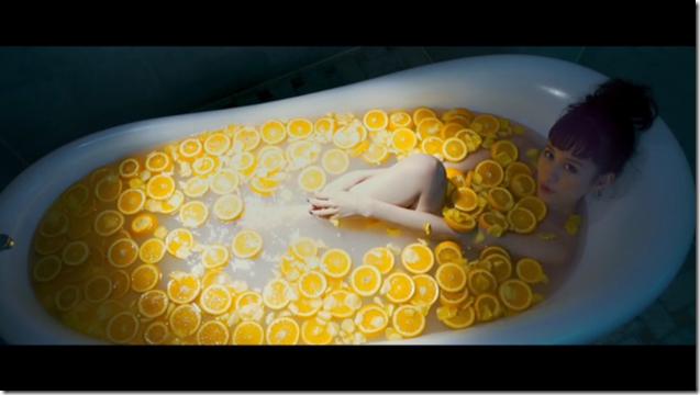 Maeda Atsuko in Selfish MV (18)
