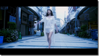 Maeda Atsuko in Selfish MV (24)