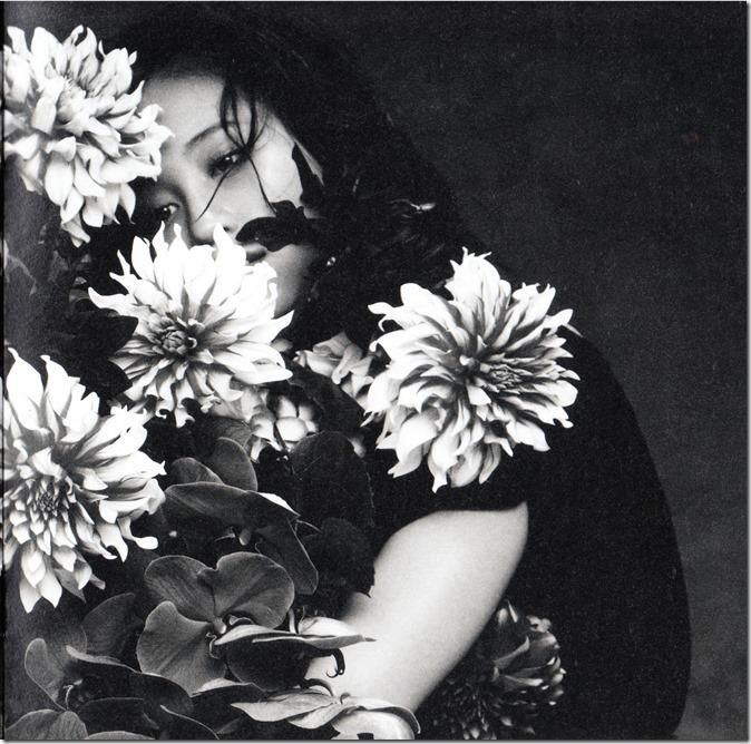 Maeda Atsuko Selfish album type B booklet (10)