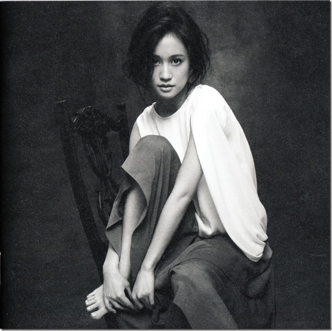Maeda Atsuko Selfish album type B booklet (4)
